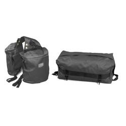 Bisaccia posteriore in nylon con tasca superiore estraibile.